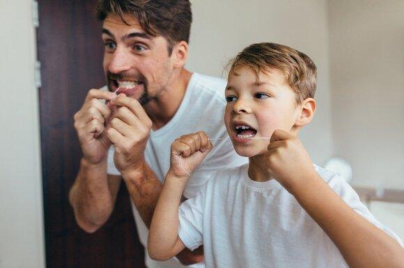 Tėvai privalo rūpintis vaiko burnos priežiūra.