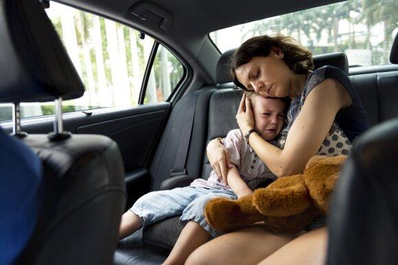 Kaip tėvystė pakeičia gyvenimą: pirmieji metai iš tikrųjų gali išsprogdinti smegenis