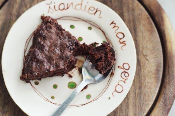 Šokoladinis pyragas, kuriam drėgnumo suteikia vienas ypatingas ingredientas