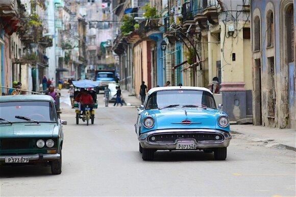 Kuboje – dideli pokyčiai: nauja Konstitucija ribos prezidentų kadencijas, leis privačią nuosavybę ir užsienio investicijas