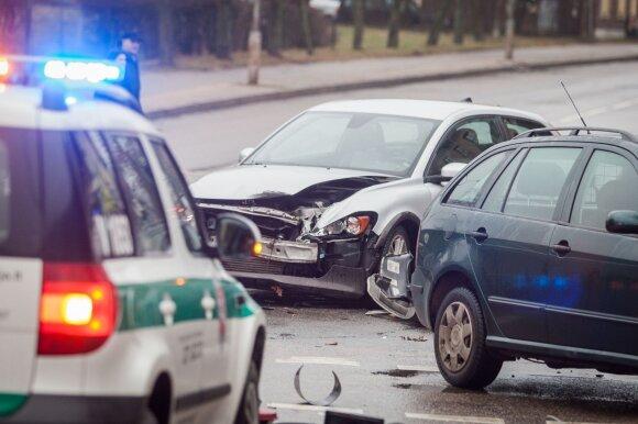 Pasiūlė išeitį, kaip sumažinti jaunų vairuotojų avarijų