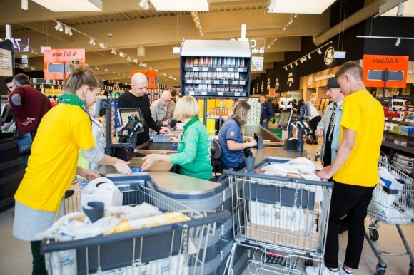 Atidaryta nauja parduotuvė sukėlė abejonių dėl kasininkų likimo