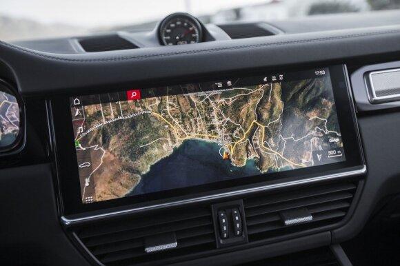 Skaityti navigaciją dideliame centriniame ekrane labai patogu