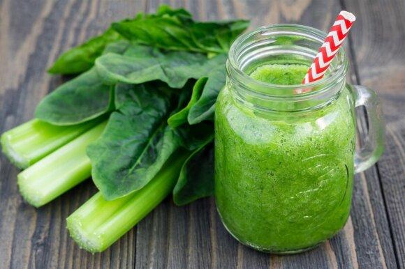 Žaliasis kokteilis su salierais ir špinatais