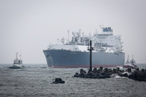 "Floating LNG terminal ""Independence"" sails into Klaipėda"