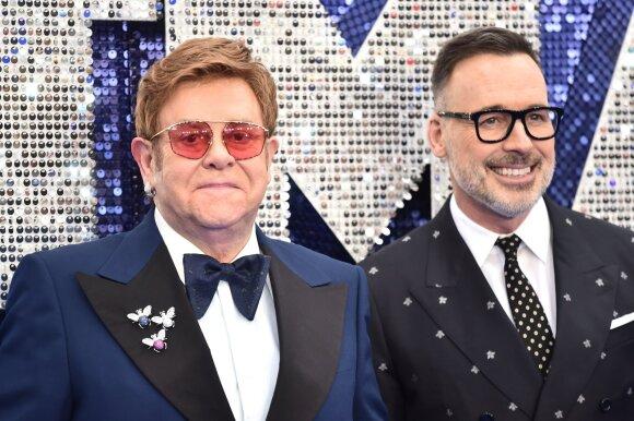 Eltonas Johnas su vyru Davidu Furnishu