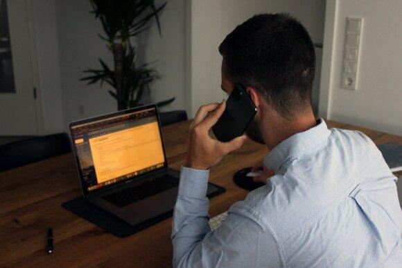Telefoniniai sukčiai atakuoja vis gudriau