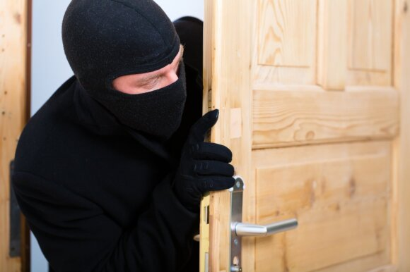 Paliko praviras namų duris: kaimynų reakcija sunku patikėti