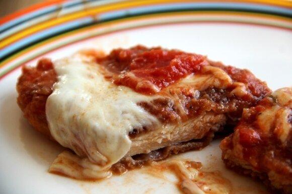 Vištienos krūtinėlė su parmezanu ir pomidorais
