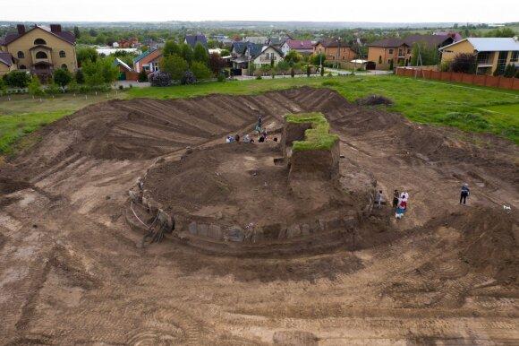 Ukrainoje atkasta maždaug 5000 metų senumo kapavietė.