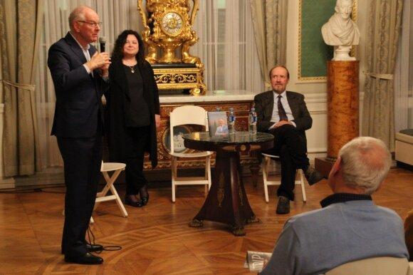 """Samuelio Taco knygos """"Trigubas gyvenimas"""" pristatymas Vilniaus paveikslų galerijoje."""