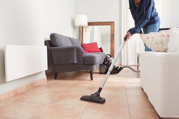 Namų tvarkytojų jau nori ne tik turčiai: už būsto valymą negailima apvalių sumų