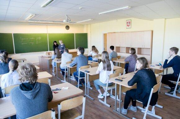 Jauna mokytoja rado būdą, kaip susikalbėti su mokiniais