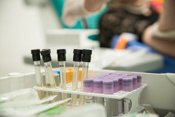 Vaikystėje – iš piršto, suaugus – iš venos: kodėl ilgainiui keičiasi kraujo paėmimo tyrimui būdai?