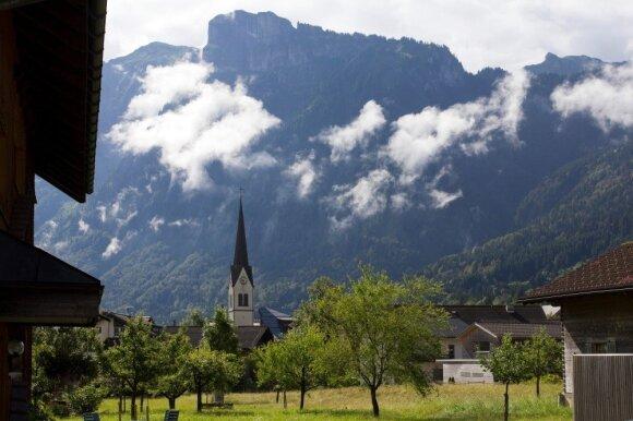 Melau miestelis įsikūręs Kanisfluh kalno papėdėje