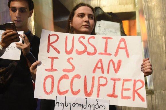 Protestuotojai prie Gruzijos parlamento