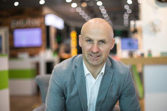 """""""Bitė Lietuva"""" vadovas Pranas Kuisys – apie telefonus, dalintus iš traktoriaus, 5G ryšį ir kodėl telekomunikacijų įmonės perka televizijas"""