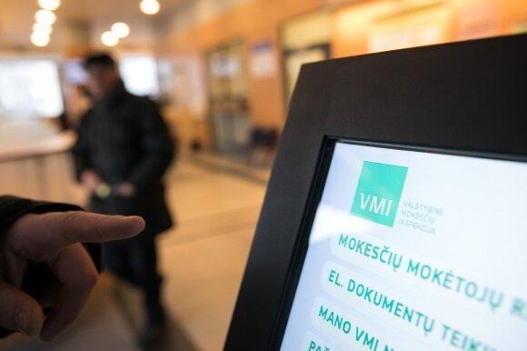 Mokesčių inspekcija pradeda skolų nurašinėjimą nuo dešimčių tūkstančių sąskaitų