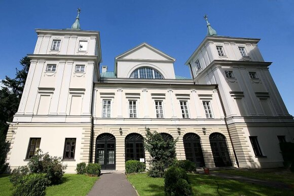 Nei eiliniai varšuviečiai, nei turistai neturi galimybės pamatyti šių Radvilų rūmų, kuriuose įsikūrusi Sveikatos ministerija