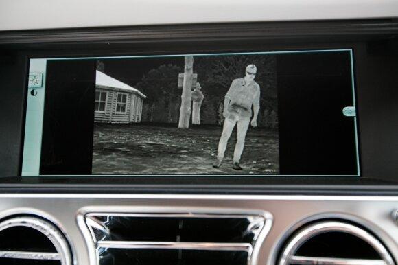 """""""Rolls-Royce Dawn"""" infraraudonųjų spindulių kameros vaizdas"""