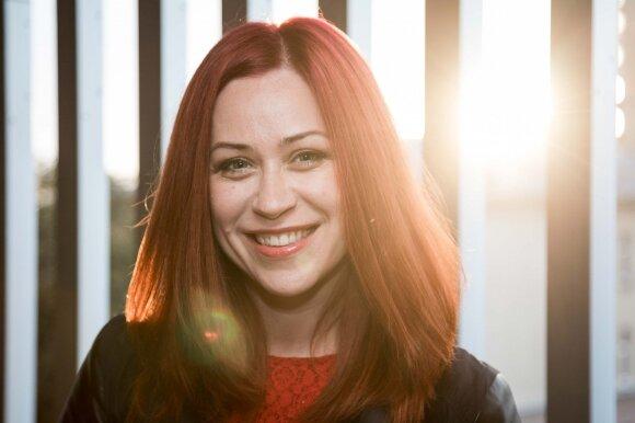 Iš viešumos dingusi dainininkė Eva sceną iškeitė į darbą Seime: dabar esu paprastas, normalus žmogus