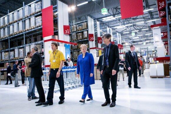 """Prezidentė Dalia Grybauskaitė apsipirkinėja """"Ikea"""" parduotuvėje"""