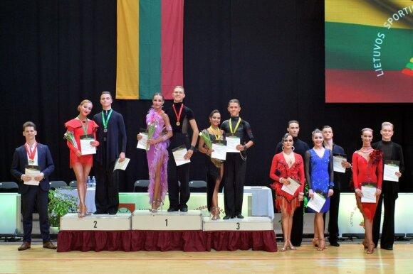 Jaunimo grupės apdovanojimai, viduryje - Laurynas Makarovas ir Kotryna Ambrazevičiūtė