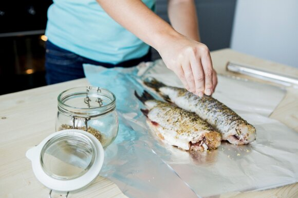 Skaičiuojantiems kalorijas – maistingi žuvies patiekalai