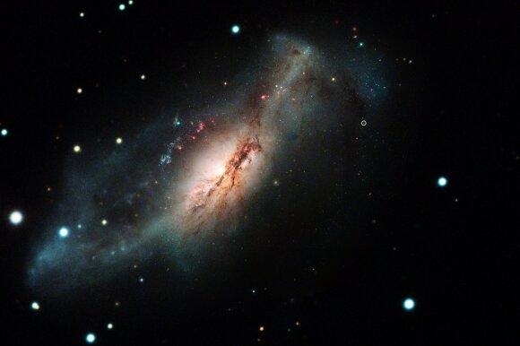 Kosminiai debesys, galaktikos ir žvaigždės.