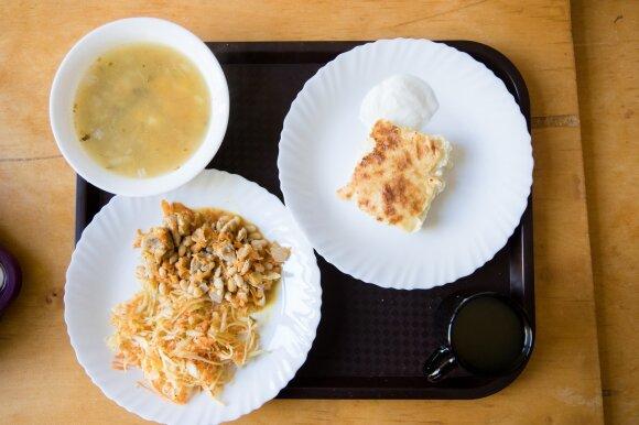 Agurkų sriuba, Vištienos troškinys ir Varškės apkepas Vilniaus Filaretų pradinėje mokykloje