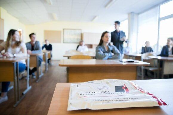 Abiturientai po matematikos egzamino dūsauja: buvo sunku