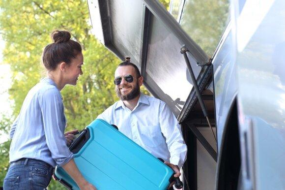 Autobusų vairuotojų radiniai kelia šypseną: radome nardymo kostiumą ir net dantų protezus