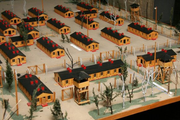 """Stalag Luft III"" karo belaisvių stovyklos maketas"