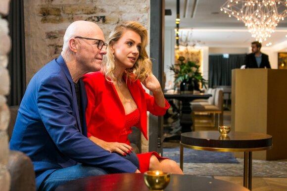 Milijardierius Caudwellas tikina, kad 31 metais jaunesnei mylimajai iš Lietuvos jo turtai nerūpi: apsistojame ir pakelės hosteliuose