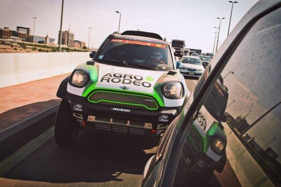 Vaidotas Žala Džedos uoste atsiėmė Dakaro techniką
