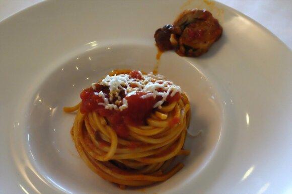 A. Užkalnis Italijoje negalėjo palikti restorano, gyrė koldūnus