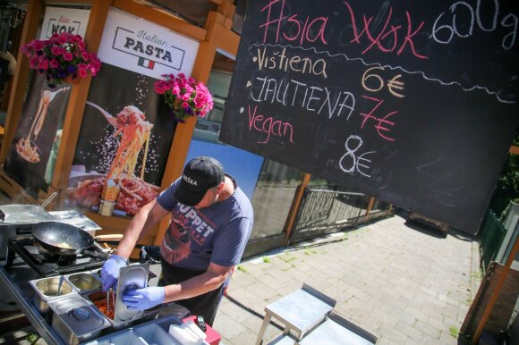 Bando nukonkuruoti Basanavičiaus gatvės kebabus ir cepelinus: jei nepatinka, leidžia nemokėti