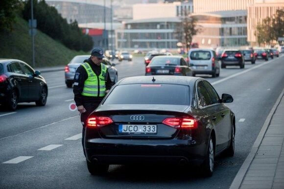 Vairuotojai pamiršo taisykles: važiuoja A juostomis, o dėl spūsčių kaltina viešąjį transportą