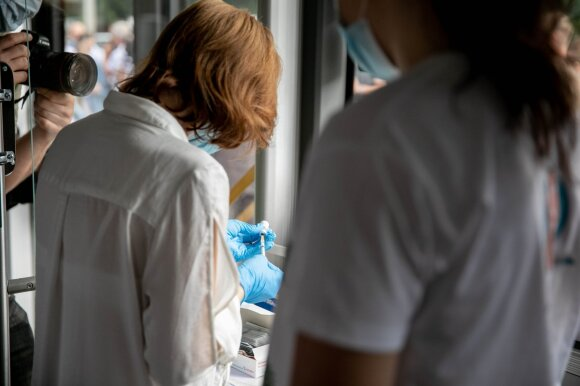 Vilniečiai suskubo aktyviau skiepytis nuo koronaviruso: skelbia, kur bus galima tai daryti šią savaitę