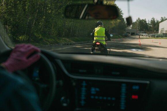 """""""Regitra"""" išvardino, kokie pratimai motociklininkams sunkiausi laikant vairavimo egzaminą"""