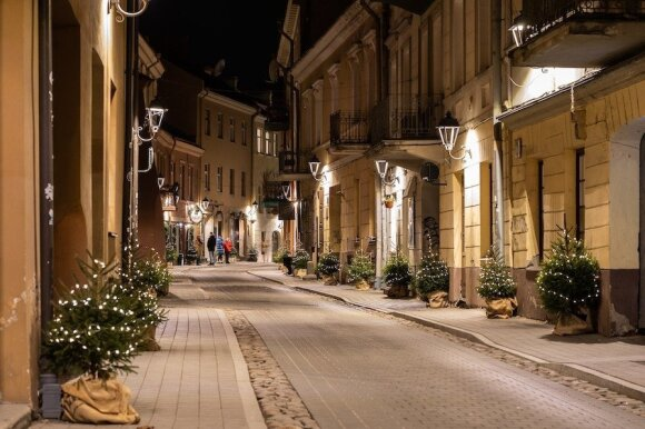Gatvė apšviesta elektra iš kavos tirščių