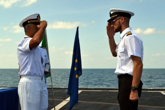 Lieutenant Captain Remigijus Zabiela awarded for service in EU naval operation
