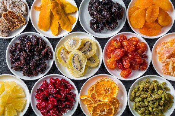 Džiovinti vaisiai ir riešutai
