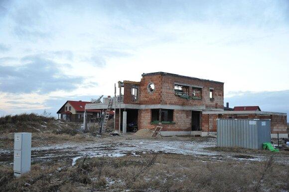 Nykstanti Lietuva: apsisprendę negrįžti emigrantai išsiveža tėvus ir išparduoda butus