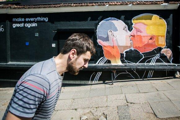 """В Вильнюсе замазано граффити с """"поцелуем"""" Путина и Трампа"""