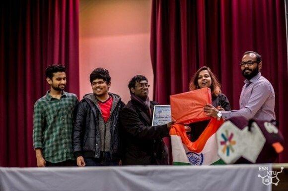 KTU SAF absolventas Hariharasubbu Balamoorthy (viduryje)