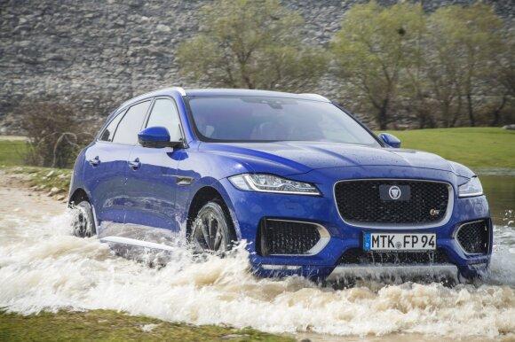"""""""Jaguar F-Pace"""" gali įveikti iki 60 cm brastą"""