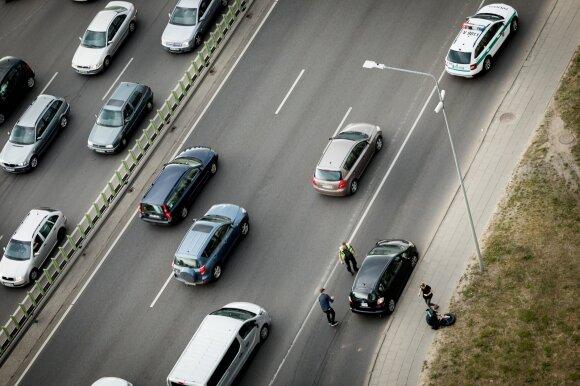Vėstant orams atsiranda vis daugiau pavojų, kurių vairuotojai neįvertina