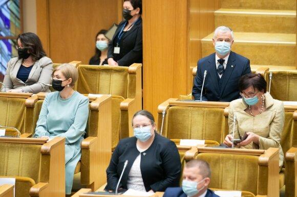 Pirmoji naujo Seimo diena – netyčia susiderinę valstiečiai ir sutrikę parlamentarai