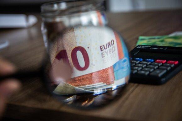 Po pradinio šoko – bandymai atsigauti: prognozuoja dramatišką valstybės skolos augimą
